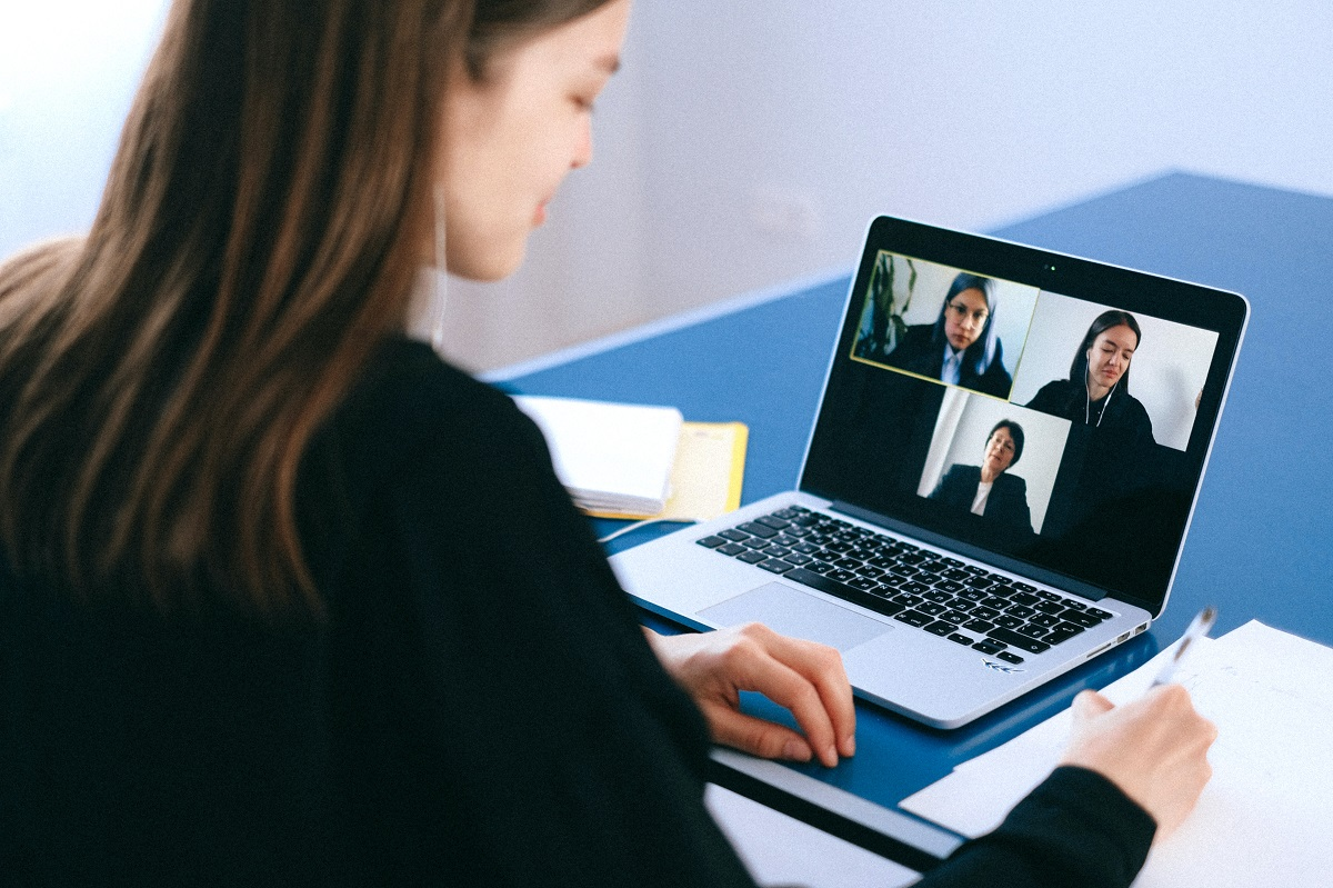 Traversing The Online World: Effectively Using Video Conferencing Applications